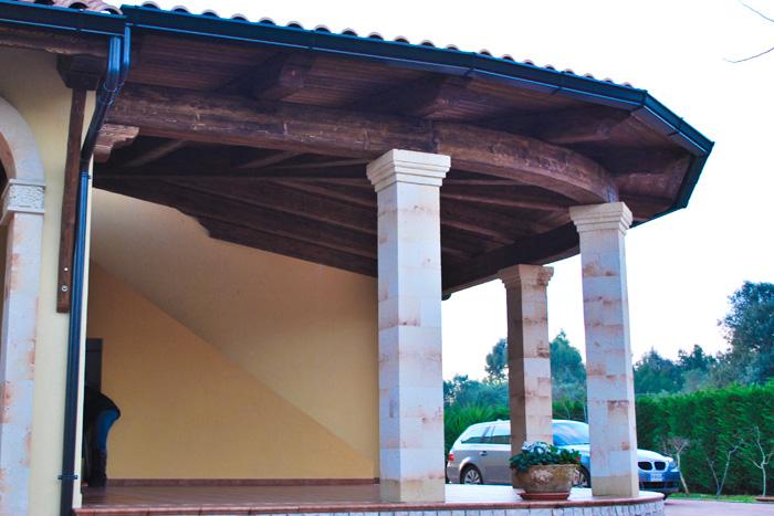 Coperture in legno su misura per esterni - Tettoie in legno per esterno ...